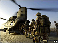 _42146054_soldiers_pa203b