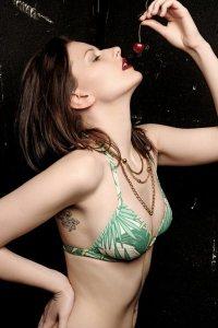 Suzanne (The Model)