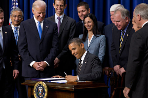 obama-signing-executive-ord
