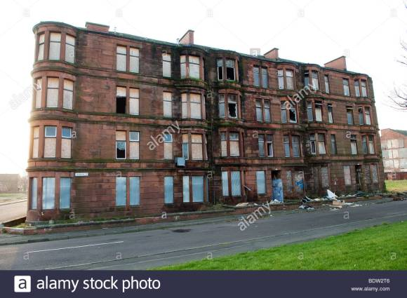 tenement-buildings-in-dalmarnock-glasgow-scotland-awaiting-demolition-BDW2T6
