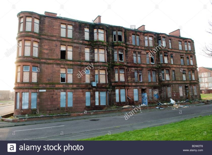 tenement-buildings-in-dalmarnock-glasgow-scotland-awaiting-demolition-BDW2T6