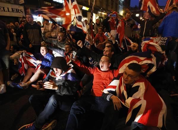 pc-140919-scotland-independence-clashes-02_32bbc97aa5447b593bf9c8b5496dafc7.nbcnews-ux-600-480