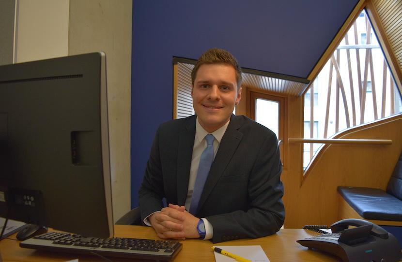 Ross Desk 830x540
