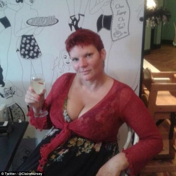 40A93A7A00000578-4529676-Claire_Austin_pictured_enjoying_a_glass_of_wine_on_her_Twitter_p-a-55_1495472074210